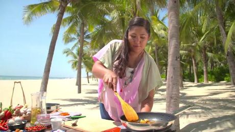 By The Sea With Ili | Asian Food Channel